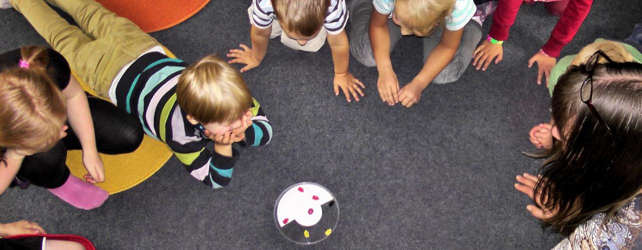 Sfondo Ecologia integrale per i diritti dell'infanzia