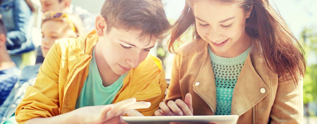 Sfondo Giovani Connessi