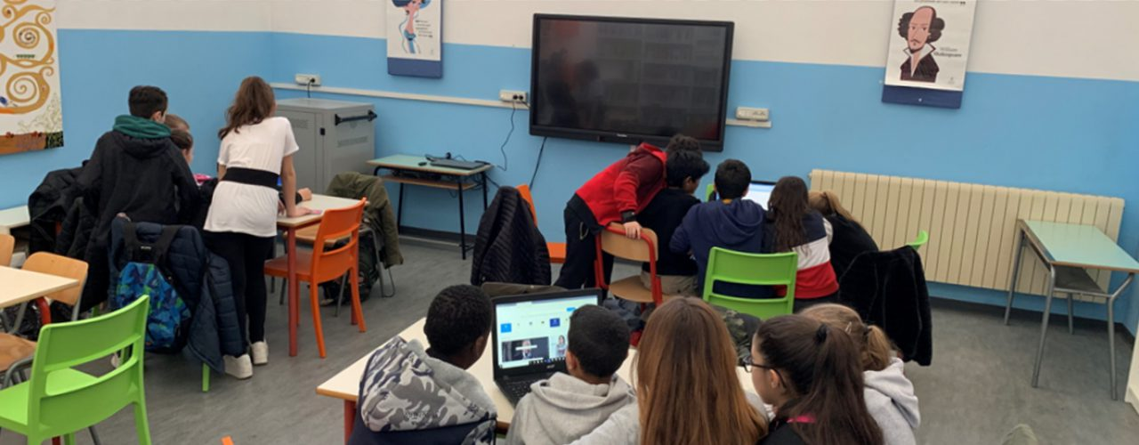 Sfondo Oltre i confini. Un modello di scuola aperta al territorio