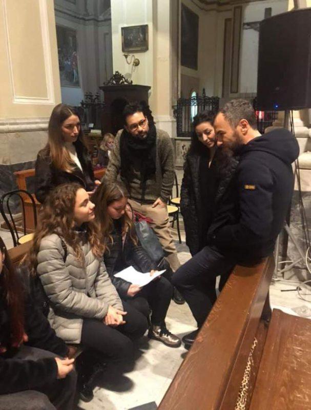 Max Gallo e studenti Denza con Funneco e Panthakù di AiBi